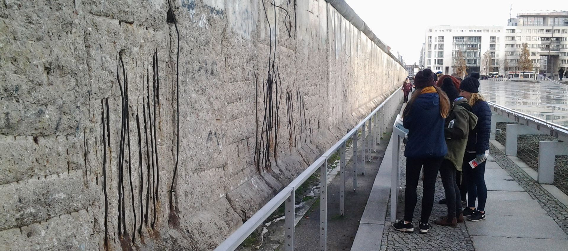 private walking tours berlin: the wall