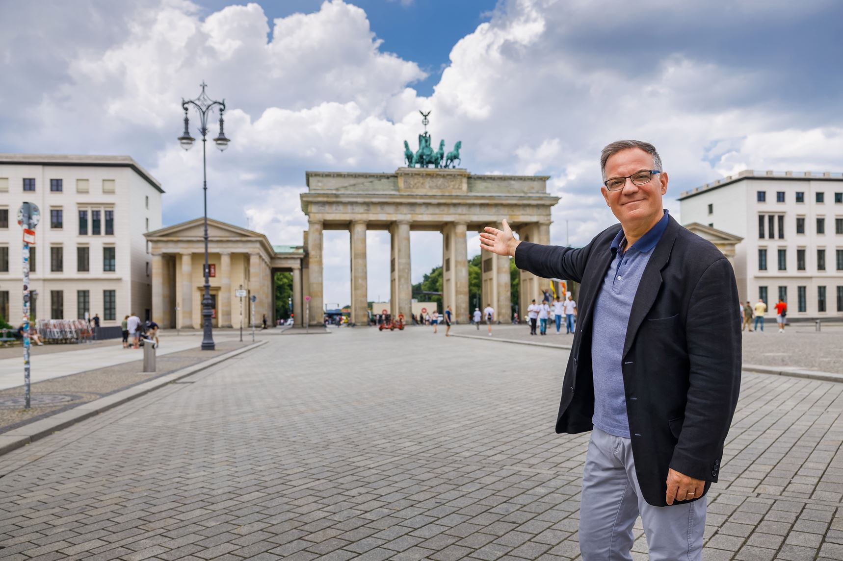 private tour guide Berlin in front of the Brandenburger Tor